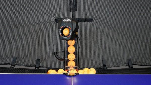 DONIC NEWGY Robopong 545 mit Versa Ballfangnetz